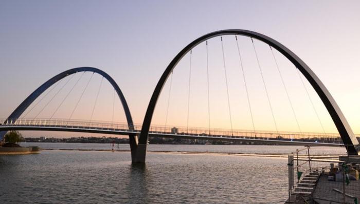 Elizabeth Quay Bridge - мост в городе Perth.