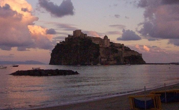 Castello Aragonese.