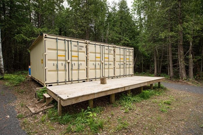 Канадский умелец построил самодостаточный дом из контейнеров.