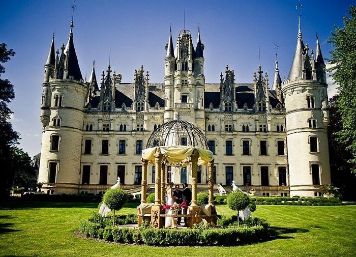 Замок во Франции Chateau de Challain.