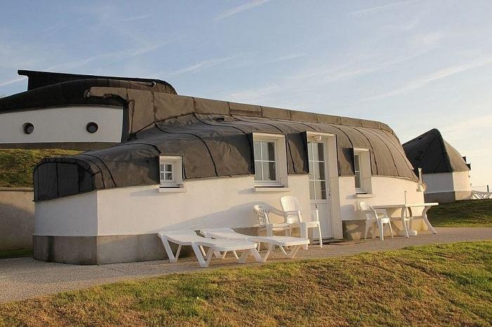 Дом с крышей-лодкой.