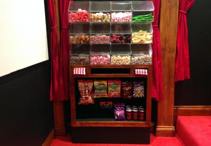 Лоток со сладостями.