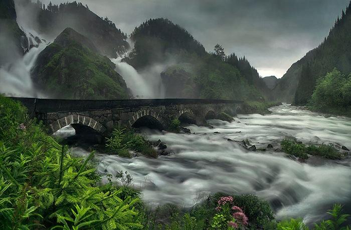 Давний каменный мост.