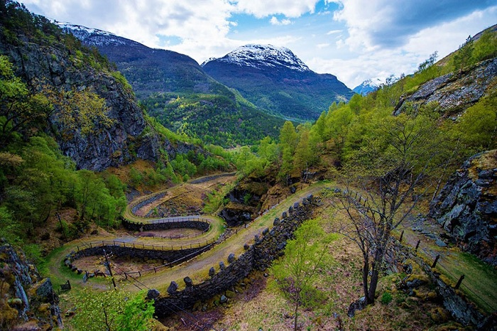 Извилистая дорога Vindhellavegen.