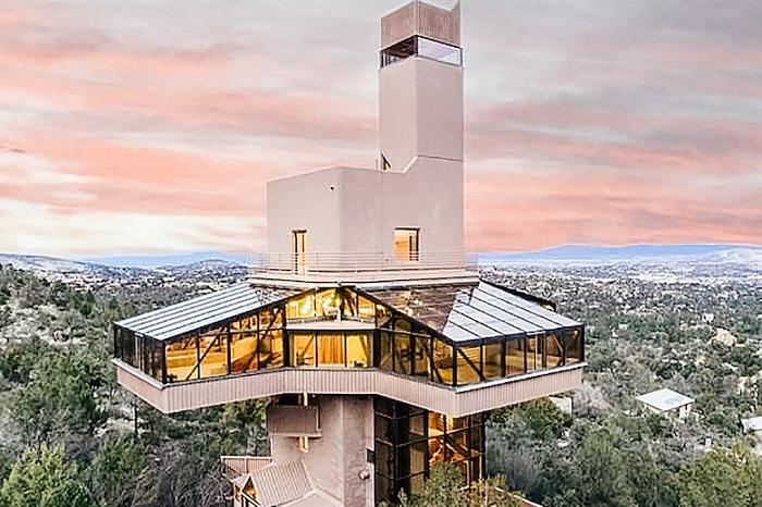 Falcon Nest - самый высокий дом в Америке для одной семьи.