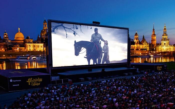 Кинотеатр под открытым небом в Дрездене.