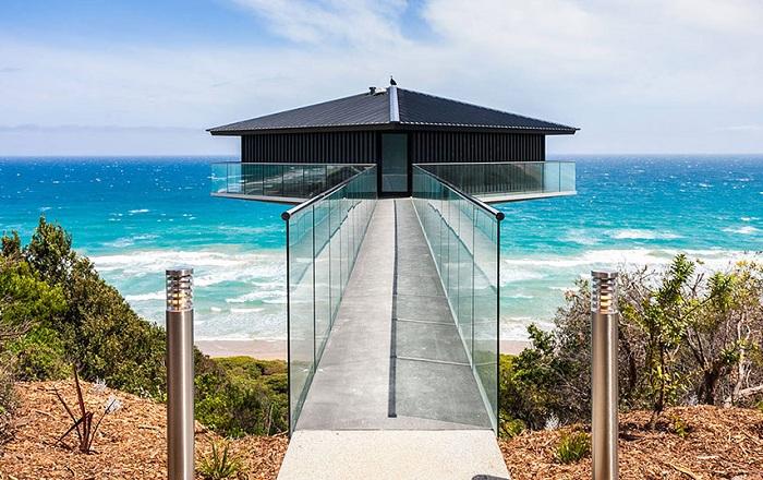 The Pole House - дом над океаном.