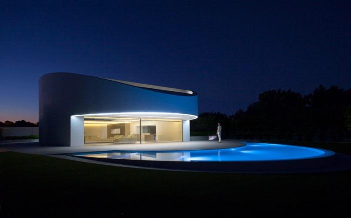«Balint house» - дом эллиптической формы.