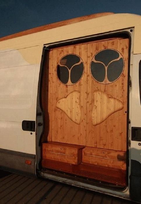 Входные двери в дом на колесах.