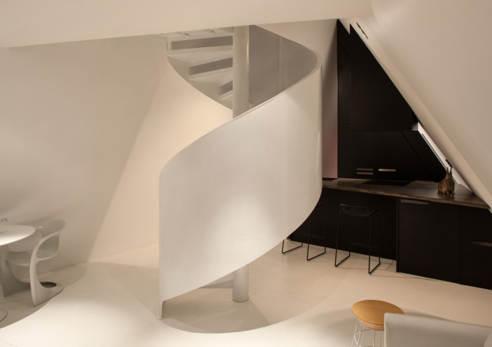 Винтовая лестница на второй этаж.