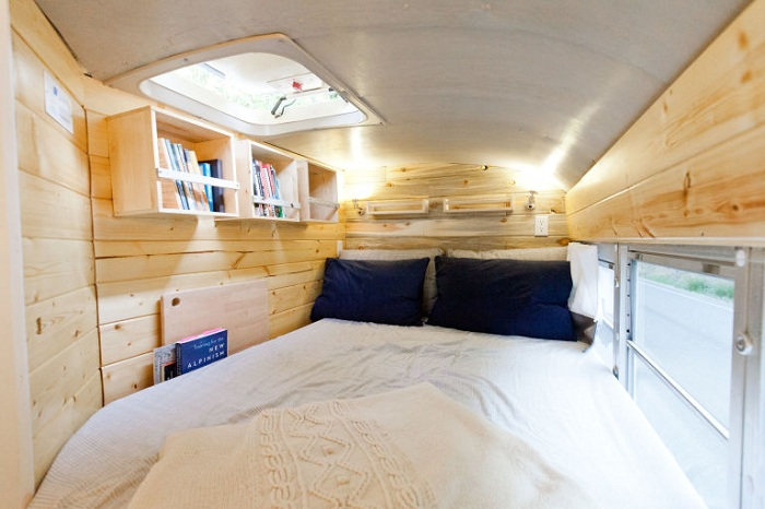 Мини-спальня в автобусе.