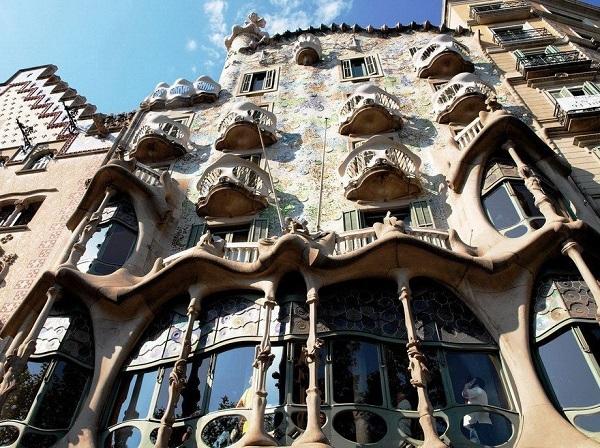 Архитектура Антонио Гауди.