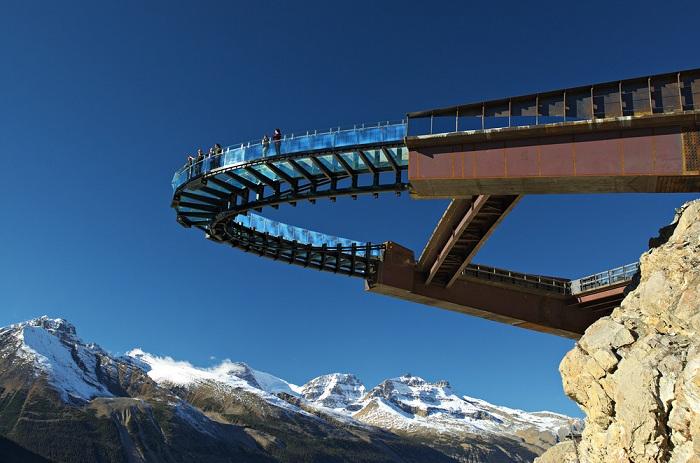 Glacier Skywalk - смотровая площадка из стали и стекла.