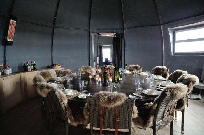 Купольный дом в Антарктиде. Столовая.