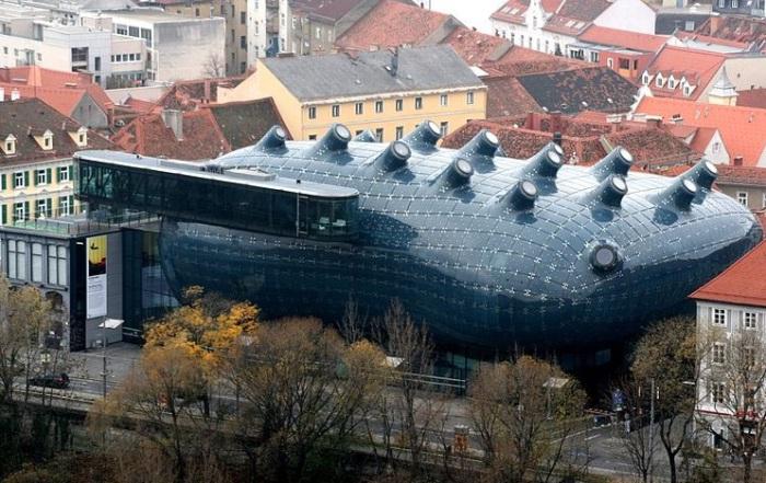 Kunsthaus - музей современного искусства в Граце (Австрия).