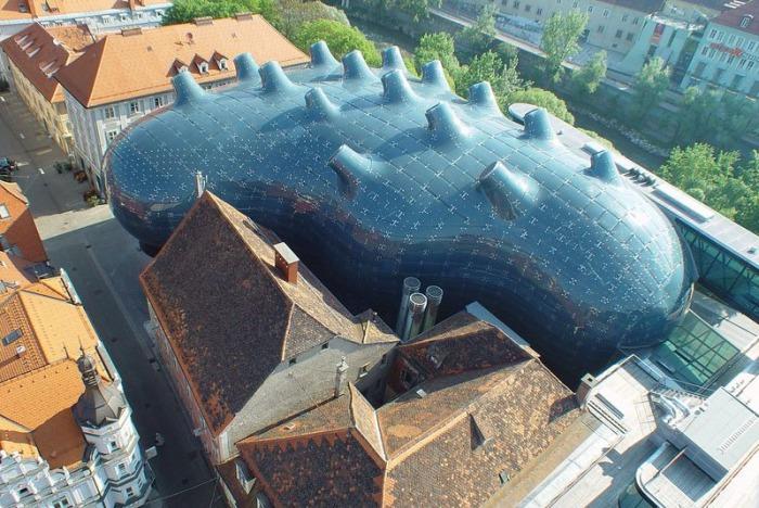 Музей Современного искусства, спроектированный архитекторами Peter Cook и Colin Fournier.