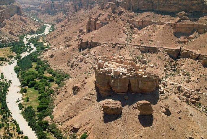 Haid Al-Jazil - 500-летний город, расположенный на плато в Йемене.