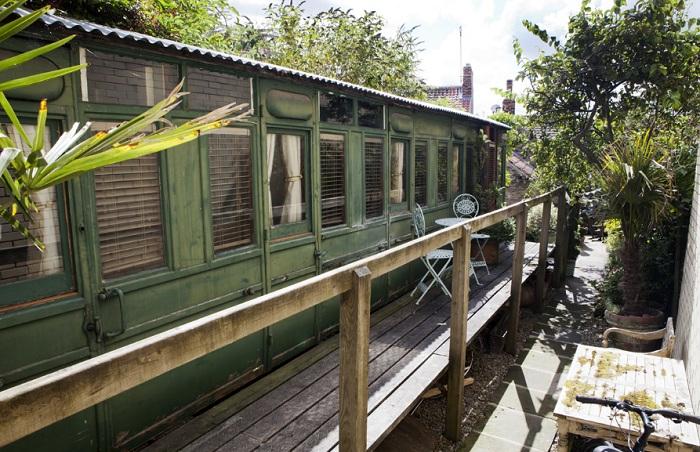 Старинный вагон, переделанный под отель.