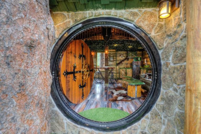 Круглые двери в американском Домике Хоббита.