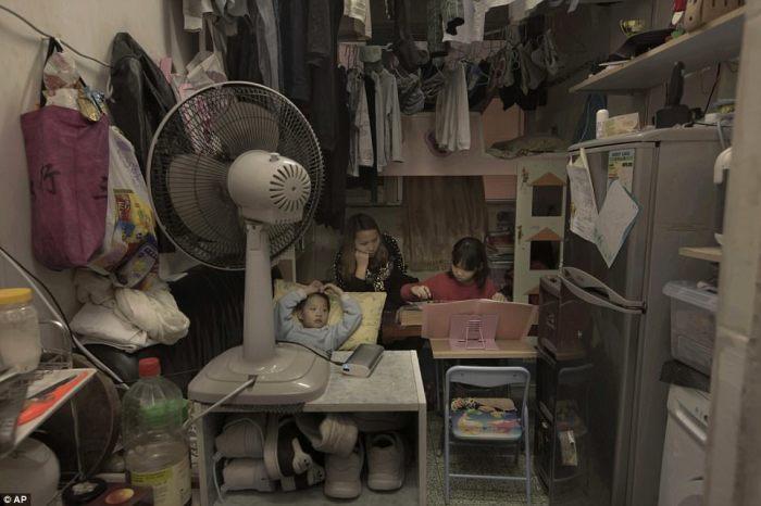 Однокомнатная «коробка», в которой живет семья Ли Сует-вэнь.