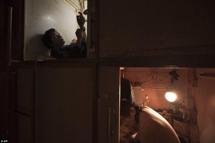 «Обратная» сторона жилищного бума в Гонконге: сотни тысяч людей ютятся в «домах-гробах».