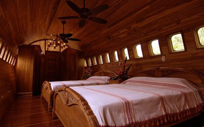 Отель класса-люкс, сделанный внутри старого самолета.