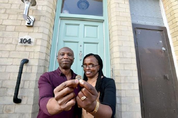 Сэм и Рэйчел Камау, которые купили дом всего за 1 фунт стерлингов.