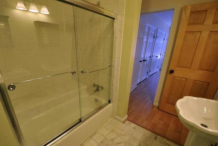 «Земляной» эко-дом. Ванная комната.