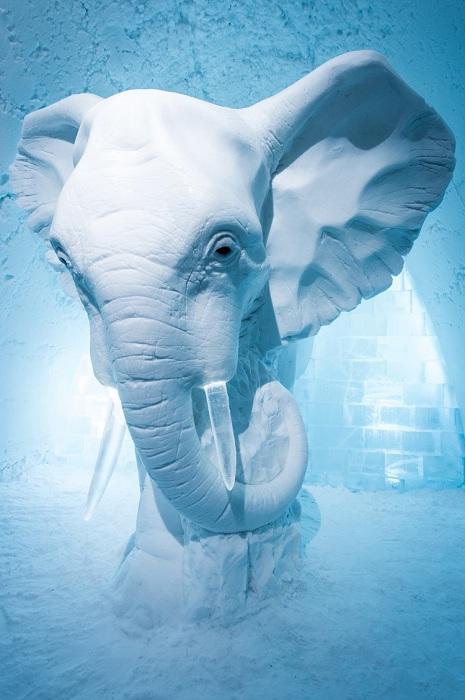 3-метровая фигура слона, сделанная шведским дизайнером Анна София Маагом.