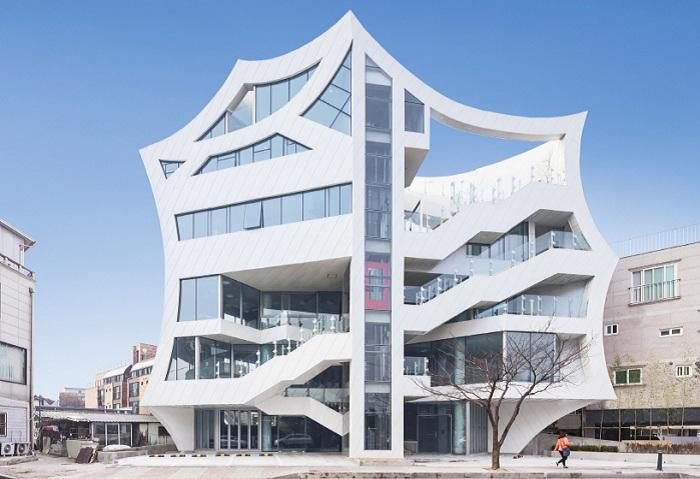 Archi-FIORE - архитектурный «цветок», «распустившийся» посреди мегаполиса.
