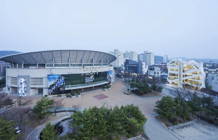 Archi-FIORE - необычное здание на одной из улиц Сеула.