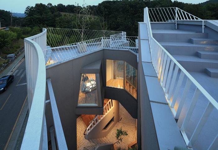 Жилой особняк с внутренний двориком.