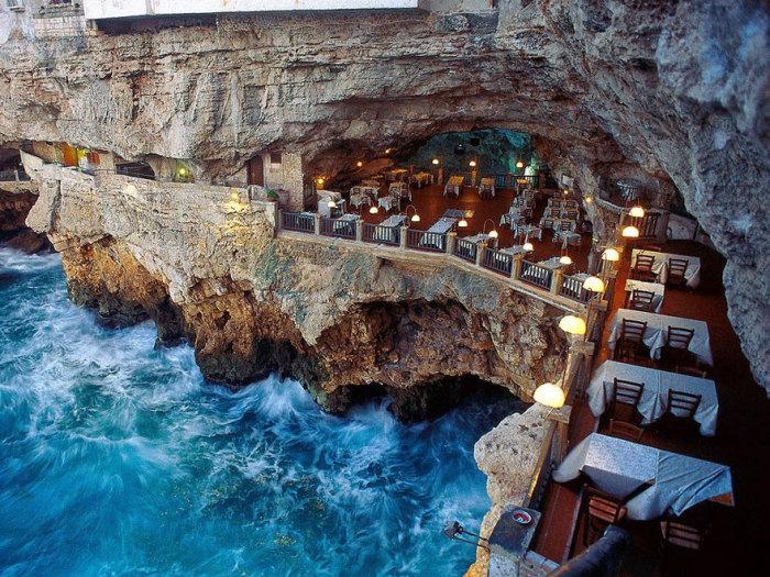 Grotta Palazzese - ресторан на скалистом обрыве.