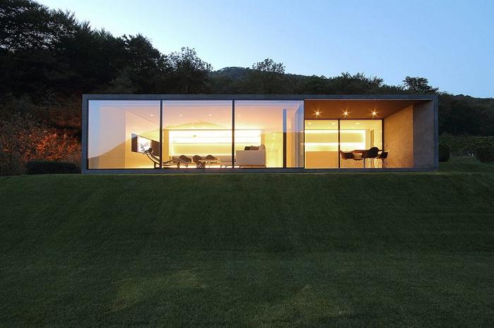 Montebar Villa. Стеклянный фасад.