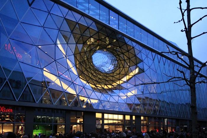 MyZeil - торговый центр с динамичным фасадом.