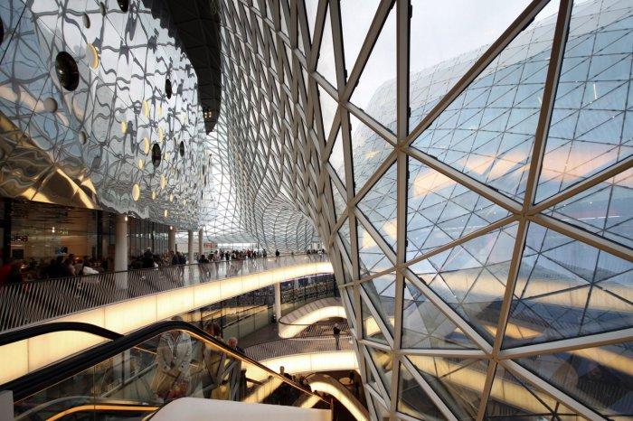 MyZeil. Волнообразный фасад из стекла и стали.