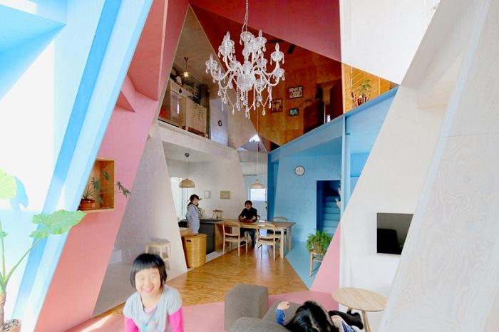 Дом с яркой геометрической планировкой.
