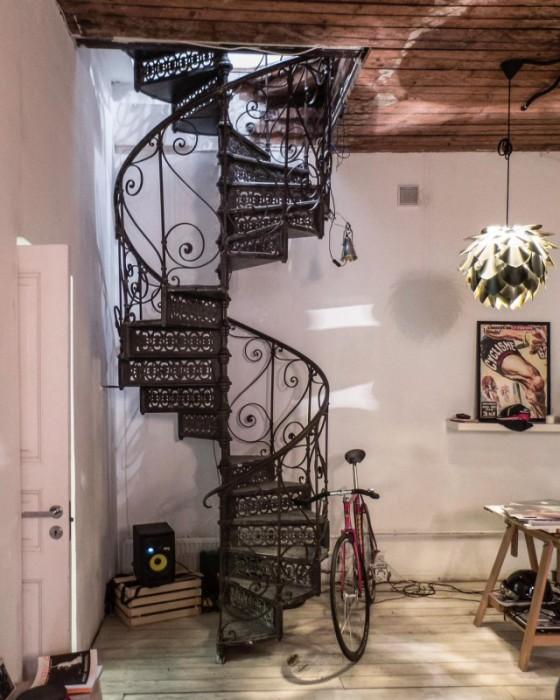 Винтовая лестница в коммуналке.