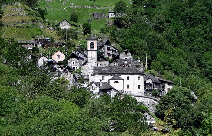 Деревушка Кориппо в Швейцарии.