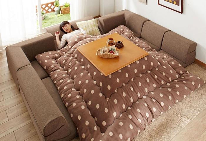 Котацу - гибрид одеяла и обогревателя.