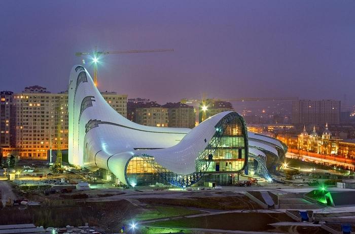 Культурный центр им. Гейдара Алиева - лучшее с мире здание 2014 года.