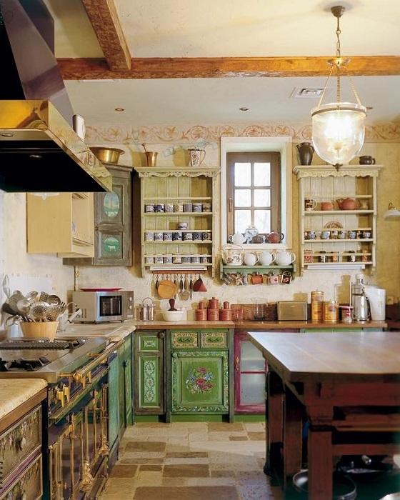 Кухня в доме Андрея Кончаловского и Юлии Высоцкой. | Фото: photoudom.ru.