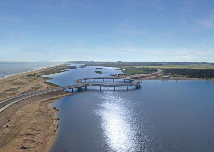 Лагуна Гарсон - мост, построенный в лагуне.