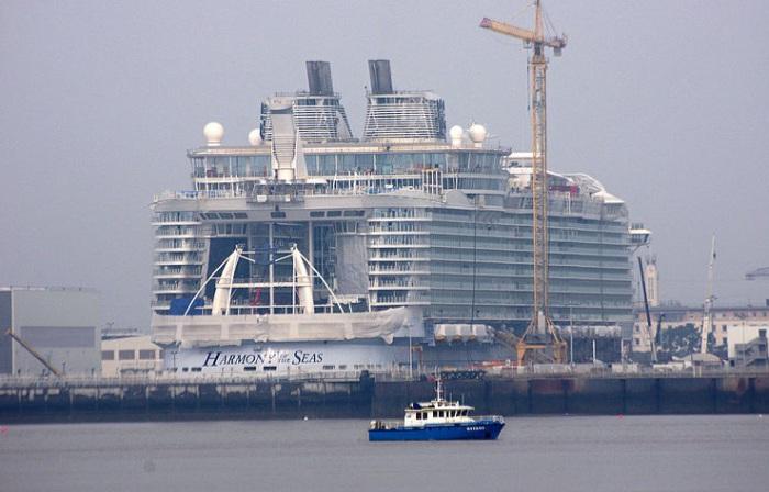 Стоимость круизного лайнера Harmony of the Seas составляет 1 млрд евро.