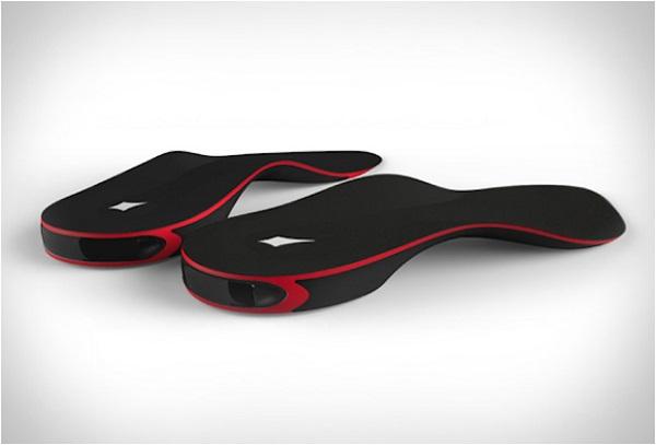 Стельки со встроенным датчиком Bluetooth.