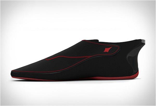 Модель кроссовка Bluetooth Lechal.