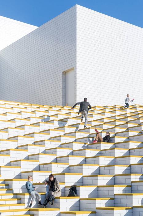 Бесплатные игровые площадки на крыше LEGO House.