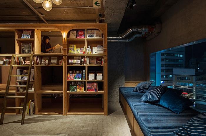Хостел Book and bed - гибрид книжного магазина и капсульного отеля.  Источник: http://www.novate.ru/blogs/301015/33551/