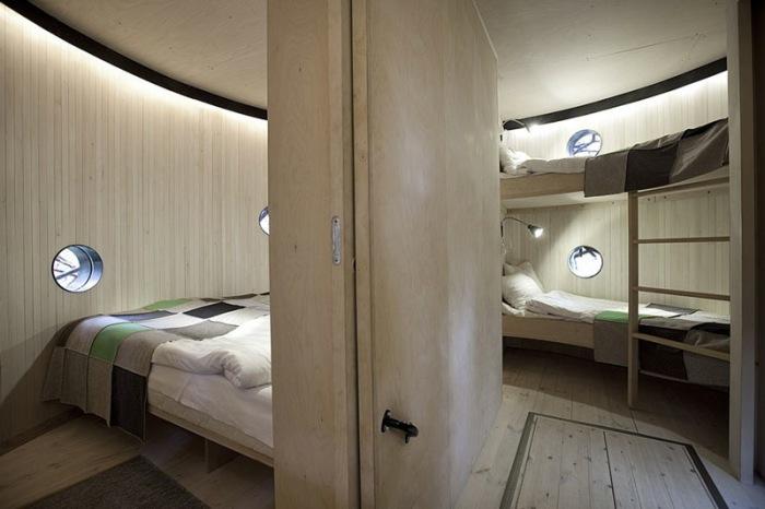 Отель The Bird's nest рассчитан на семью из 4 человек.
