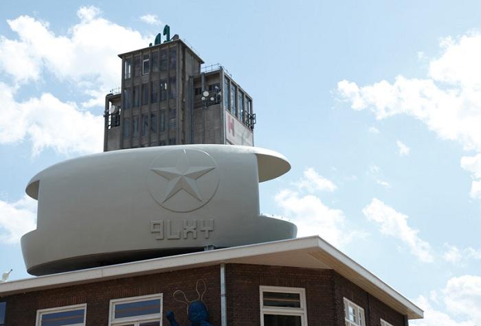 Lucy GLXY - отель в виде летающего корабля.
